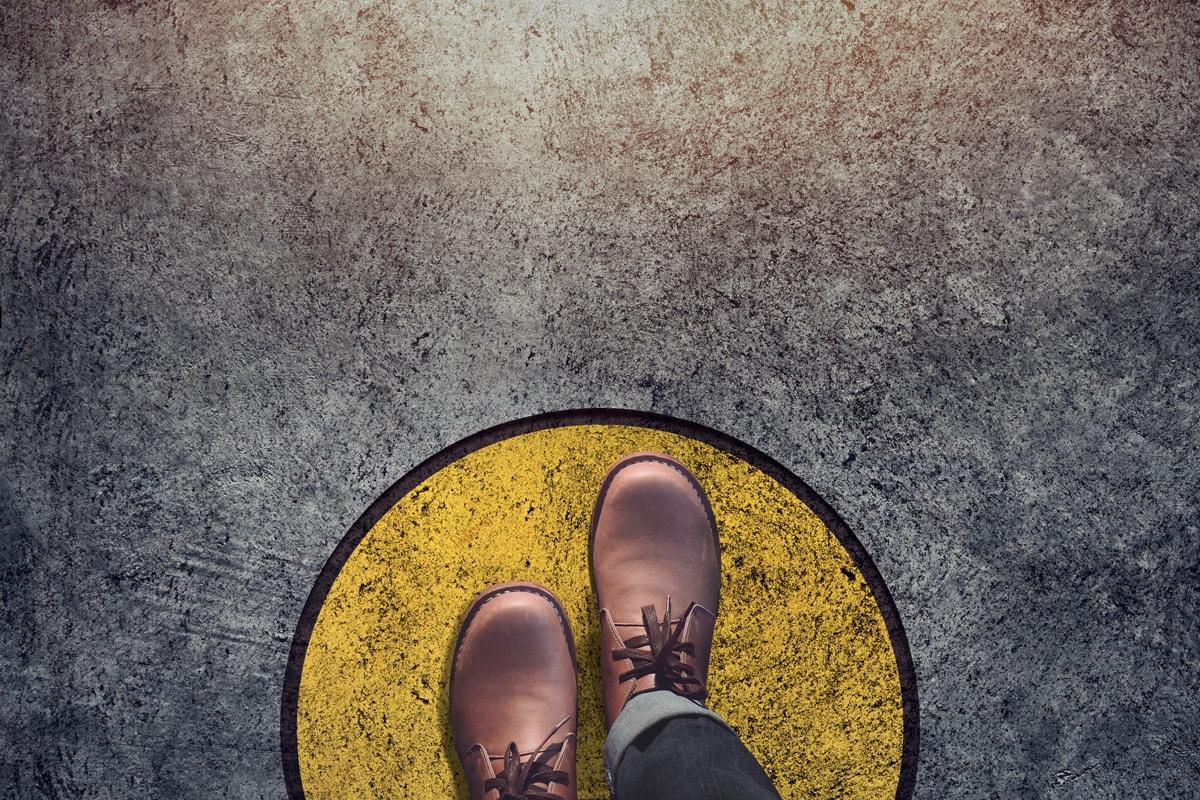 Blick auf die eigenen gewohnten Schuhe